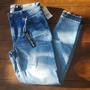 NWT- DESIGN LAB LORD & TAYLOR JEANS